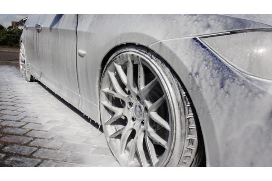 Нанесение пены пенной насадкой для Karcher на BMW E91