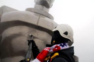 Пенная насадка для Karcher участвовала в мойке памятника Юрию Гагарину