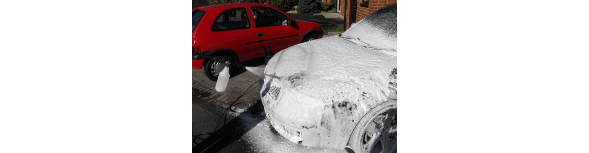 Фото нанесения пены на Audi RS6 с помощью пенной насадки и АВД Nilfisk
