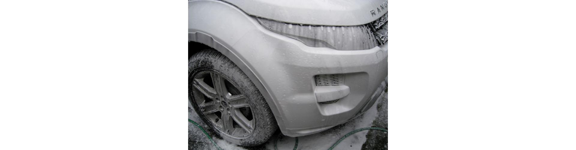 Range Rover Evoque в пене нанесенной Итальянской пенной насадки
